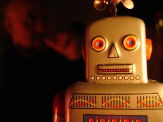 生まれたときから完成してるロボット